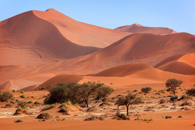 by hiro008 on Flickr.Red sand dunes in Sossusvlei, Namib Desert, Namib-Naukluft National Park, Namibia.