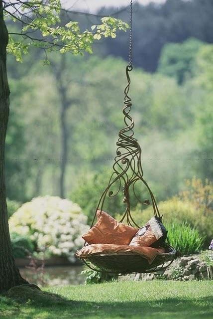 Curl-Up Swing, Charlottesville, Virginia