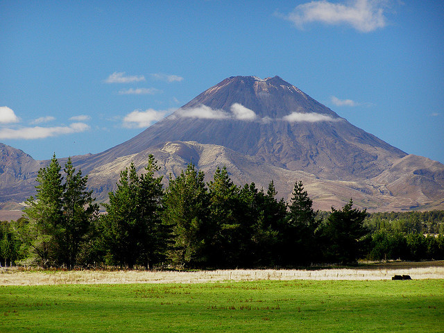 by cmav on Flickr.Mt. Ngauruhoe aka Mt. Doom in LOTR Trilogy in Tongariro National Park, New Zealand.