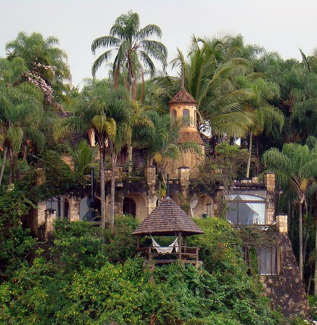 Hidden fort in Ilha dos Mantimentos, Paraty, Brazil
