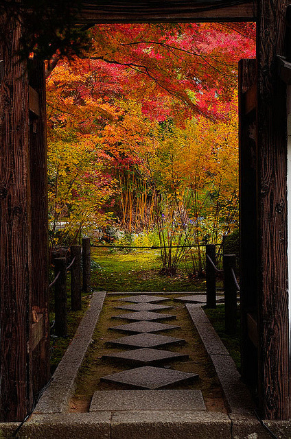 Entrance to the gardens of Tenjuan Temple, near Kyoto, Japan